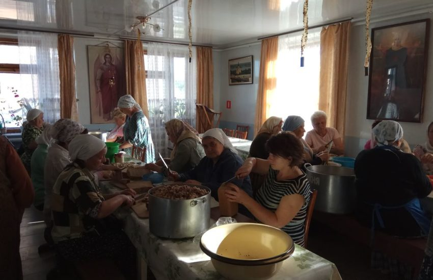 Наши послушания в Архангельском скиту.